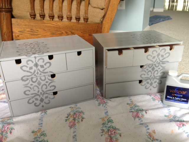 Valspar silver metallic glaze on the Moppe drawers